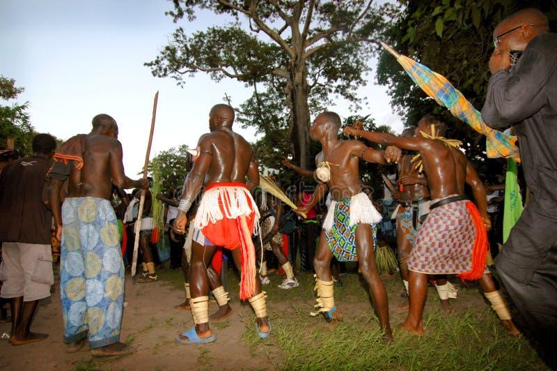 塞内加尔- 9月19 :人和孩子在传统奋斗中 图库摄影