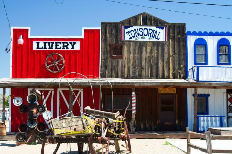 塞利格曼亚利桑那,美国- 8月14日 2009年:在历史的狂放的西部门面的看法与号衣和理发师Doc哈勒戴 库存照片