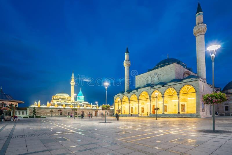 塞利米耶清真寺和Mevlana博物馆看法在晚上在科尼亚,土耳其 免版税图库摄影