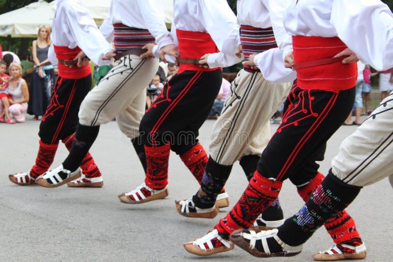 塞尔维亚人民间传说舞蹈演员 库存图片