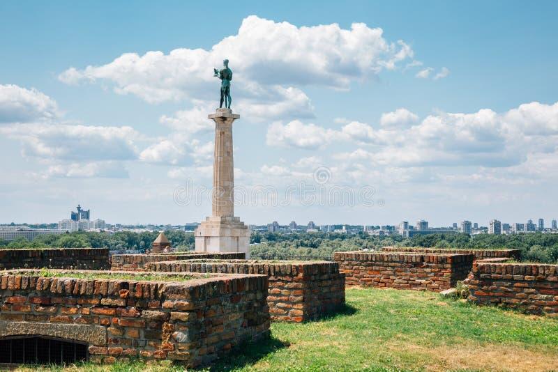 塞尔维亚贝尔格莱德的卡莱梅格丹堡垒和维克托纪念碑 库存照片