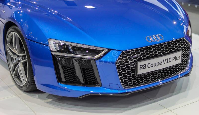 塞尔维亚;贝尔格莱德;2017年4月2日;天蓝色的蓝色奥迪R8小轿车V10前面加上;第53个国际汽车展示会在从Ma的贝尔格莱德 免版税库存照片