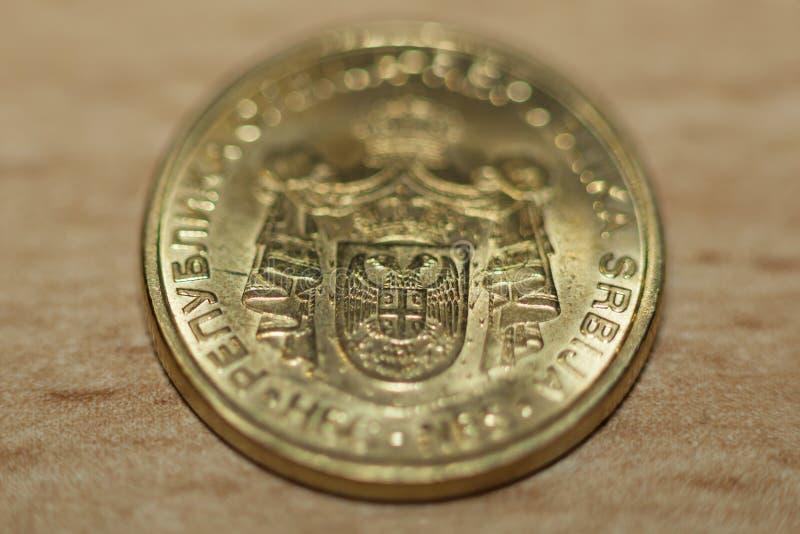Download 塞尔维亚人丁那-硬币金钱 库存图片. 图片 包括有 投资, 外部, 没人, 特写镜头, 宏指令, 支付, 财务 - 30329497