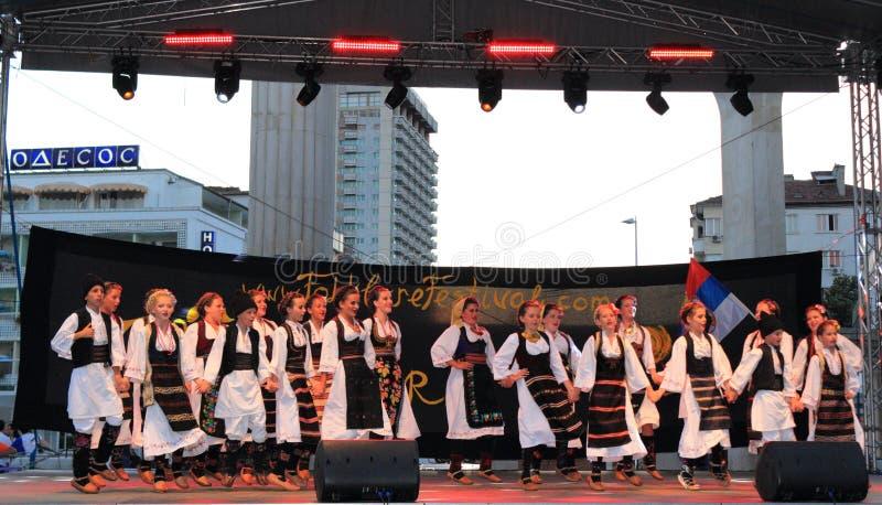 塞尔维亚人哄骗民间舞蹈阶段表现 图库摄影