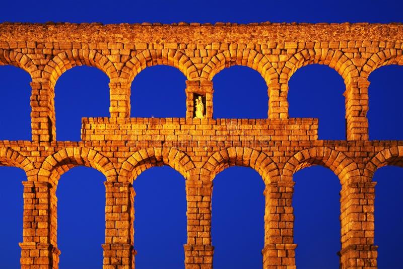 塞戈维亚罗马渡槽-塞戈维亚最重要的建筑地标  库存照片