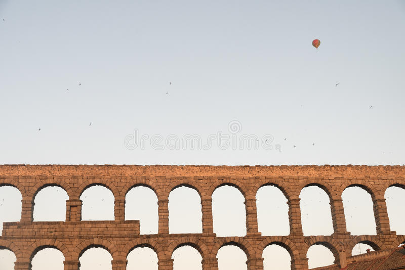 塞戈维亚西班牙:罗马渡槽在黎明 免版税库存照片