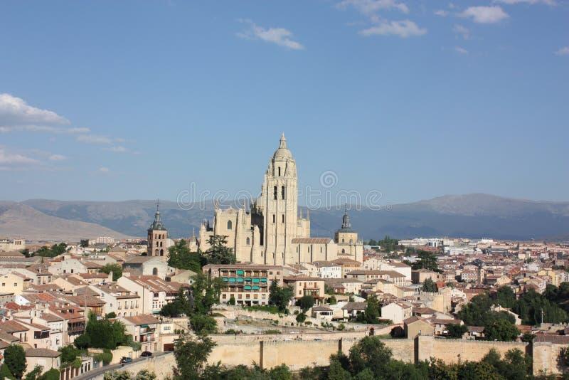 塞戈维亚镇和大教堂视域  免版税图库摄影