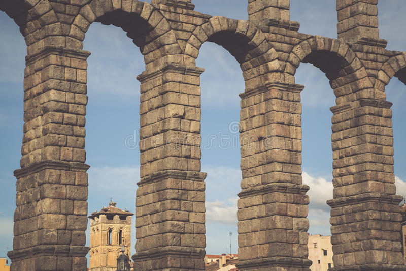 塞戈维亚,卡斯蒂利亚利昂,西班牙罗马渡槽桥梁  库存照片