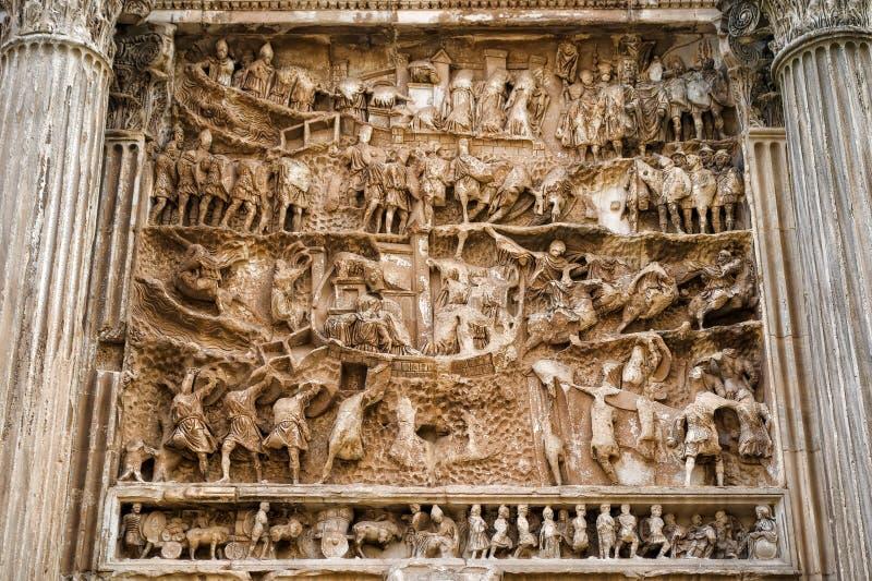 塞普蒂米乌斯・塞维鲁曲拱细节在罗马 免版税库存照片