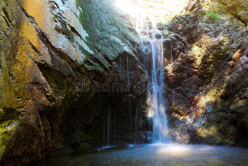 塞浦路斯山troodos瀑布 免版税图库摄影