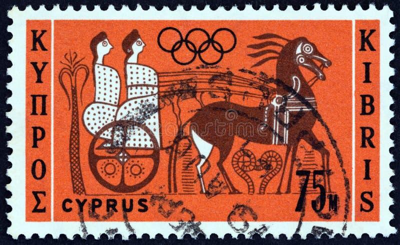 塞浦路斯-大约1964年:在从'奥运会,东京'问题的塞浦路斯打印的邮票显示战车的御者,大约1964年 库存照片