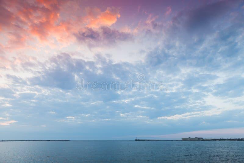 塞瓦斯托波尔海湾风景在日落的 免版税库存照片