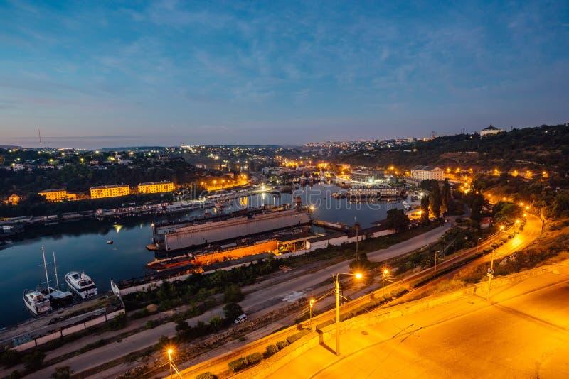 塞瓦斯托波尔,克里米亚夜鸟瞰图  港口,货船 库存照片
