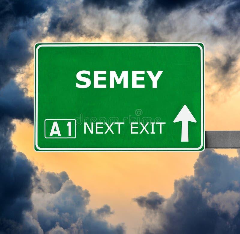 塞米伊反对清楚的天空蔚蓝的路标 库存照片