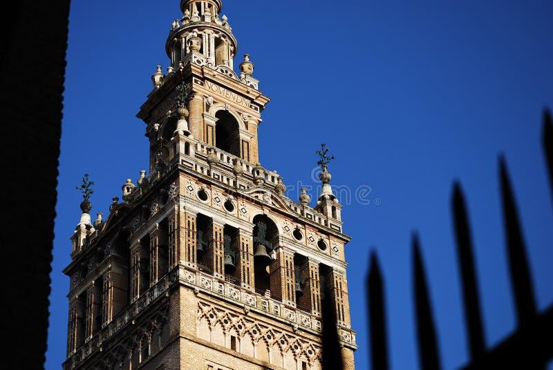 塞维利亚,西班牙哥特式大教堂的钟楼  免版税库存图片