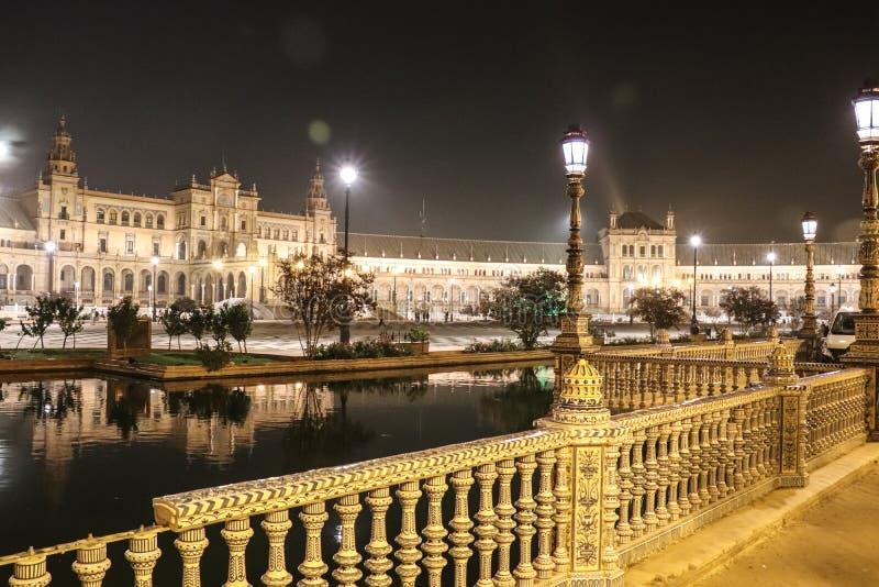 塞维利亚,西班牙- 2018年10月:西班牙Square Plaza de西班牙在塞维利亚在美好的秋天夜 库存图片