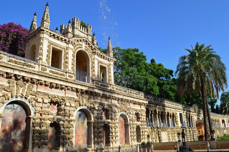 塞维利亚-城堡的美丽的庭院 库存图片