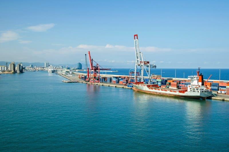 巴塞罗那商业口岸和巡航终端  库存照片
