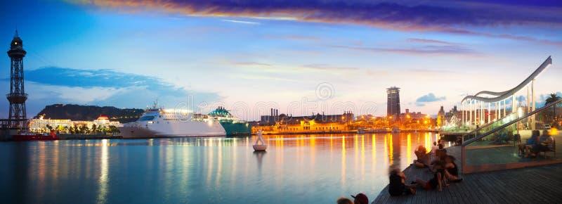 巴塞罗那堤防晚上全景  免版税库存照片
