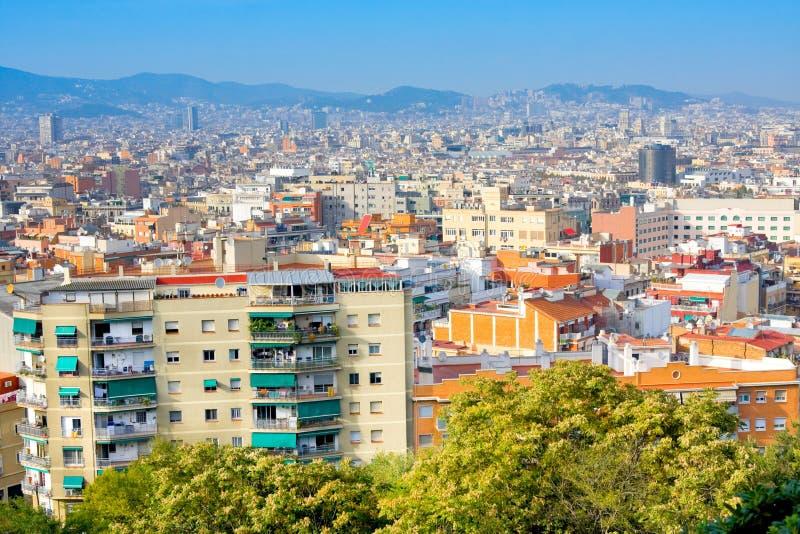 巴塞罗那市全景视图从Montjuic的在晴朗的晚上 西班牙 免版税库存照片