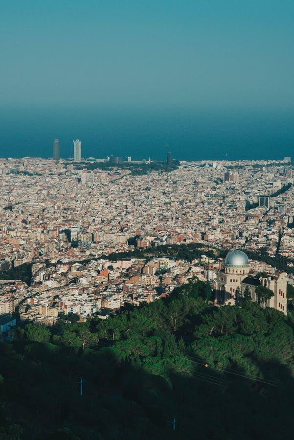 巴塞罗那市美丽的景色,减速火箭的颜色 库存照片