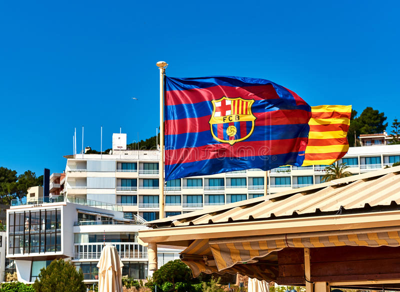 巴塞罗那足球俱乐部挥动的旗子  免版税图库摄影