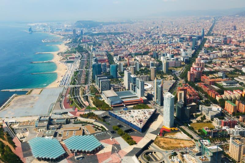 巴塞罗那鸟瞰图有海岸线的从直升机 图库摄影
