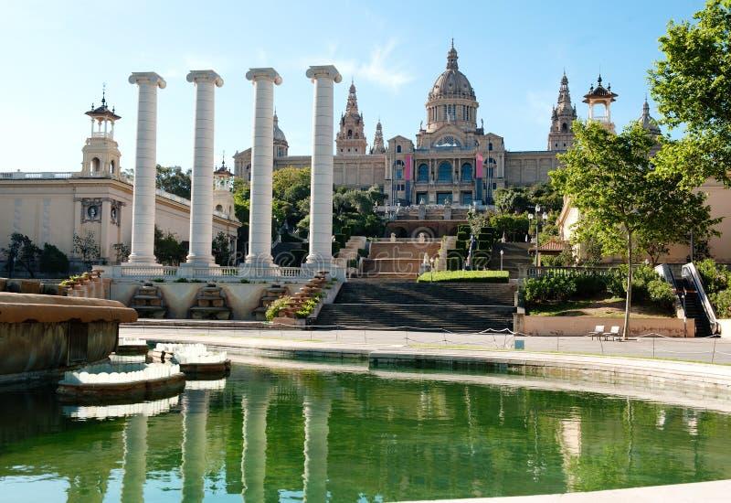 巴塞罗那,西班牙-全国美术馆和喷泉在Plaza de西班牙 库存图片