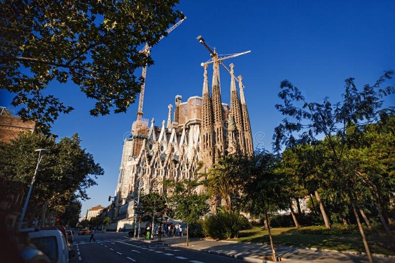 巴塞罗那,西班牙- 2013年9月22日:大教堂和圣洁家庭的赎罪的教会由安东尼奥Gaudi设计了 免版税库存图片