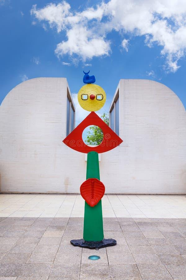 巴塞罗那,西班牙- 2016年4月22日:雕塑在Fundacio基础现代艺术胡安・米罗博物馆  免版税库存照片