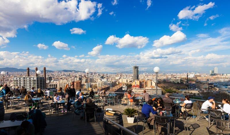 巴塞罗那看法从咖啡馆的在Montjuic顶部 库存图片