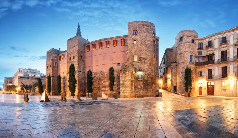巴塞罗那- Placa新星,有大教堂的,西班牙全景 免版税库存图片