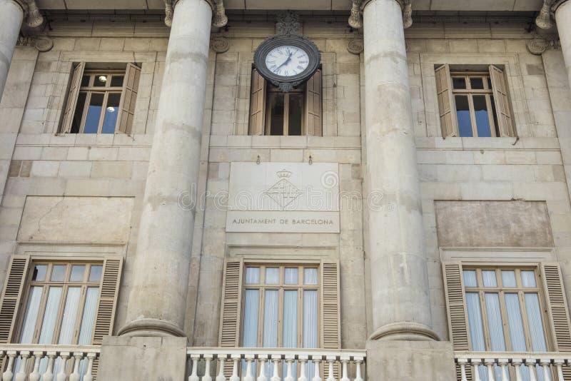 巴塞罗那` s市议会大厦门面在卡塔龙尼亚,温泉 库存图片