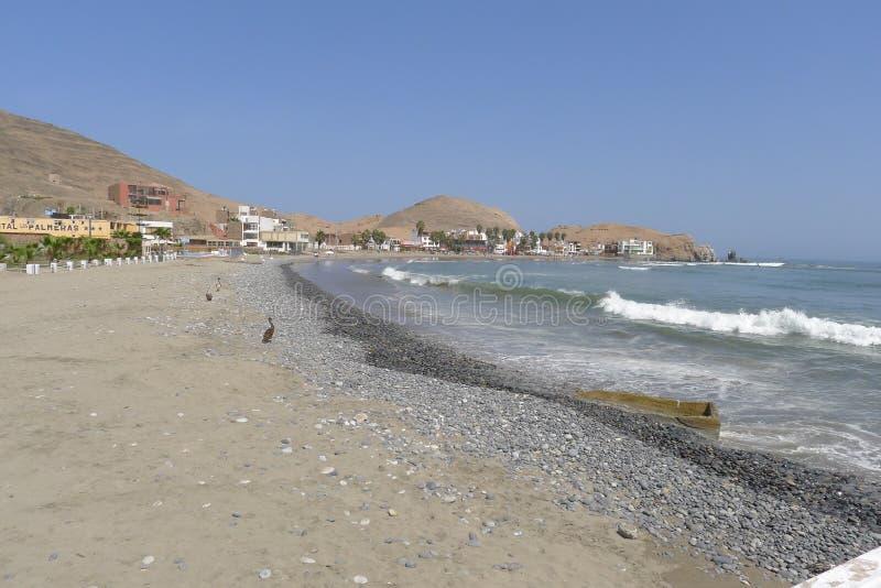 塞罗Azul海滩在利马,秘鲁南部 免版税库存照片