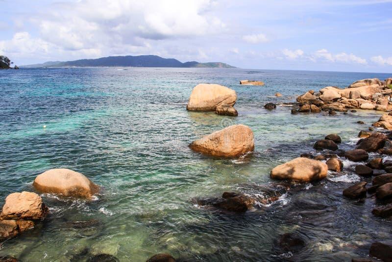 塞舌尔普拉兰岛昂斯市玛丽・路易莎海滩 图库摄影