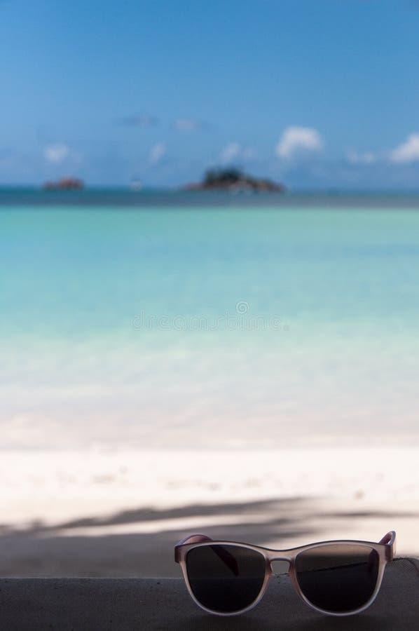 Download 塞舌尔群岛太阳镜 库存照片. 图片 包括有 玻璃, 太阳镜, 塞舌尔群岛, 手段, 晒裂, 假期, 海岛 - 30332602