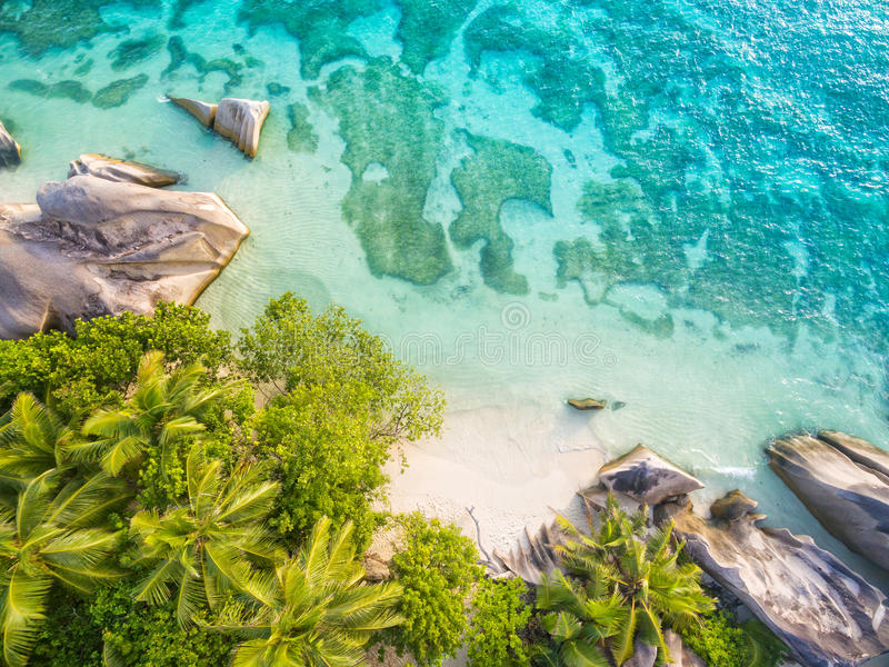 塞舌尔群岛海滩空中照片在拉迪格岛的 免版税库存照片