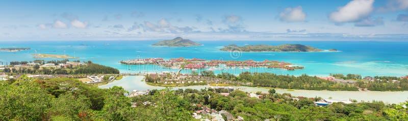 塞舌尔群岛的海岸线的全景 图库摄影