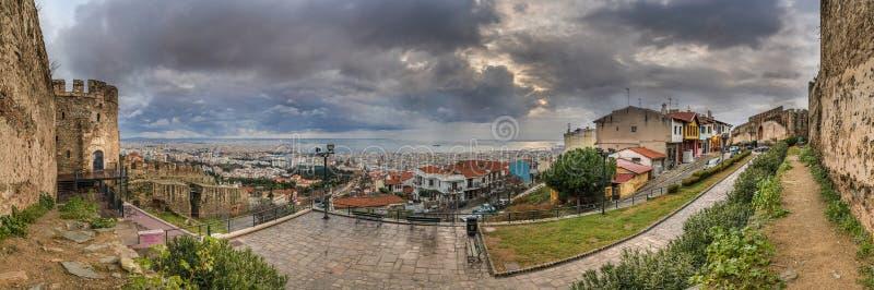 塞萨罗尼基市全景从Trigoniou塔的 免版税库存照片