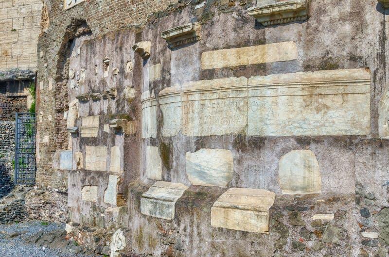 塞西莉亚Metella,罗马,意大利坟茔的废墟  免版税库存图片