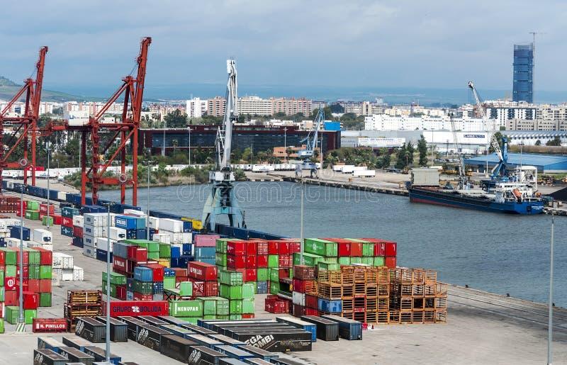 塞维利亚和小船 免版税库存图片
