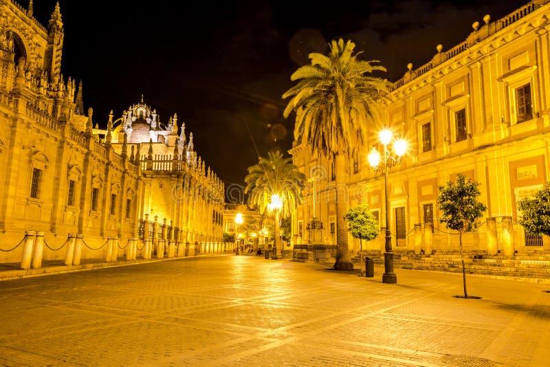 塞维利亚大教堂在晚上之前 库存图片