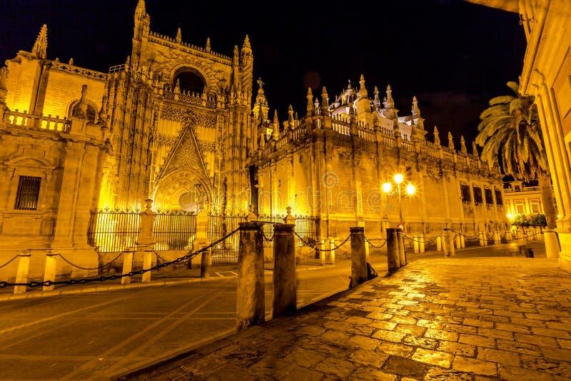 塞维利亚大教堂夜 免版税库存图片