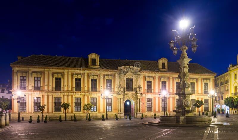 塞维利亚的Palace大主教的在夜 图库摄影