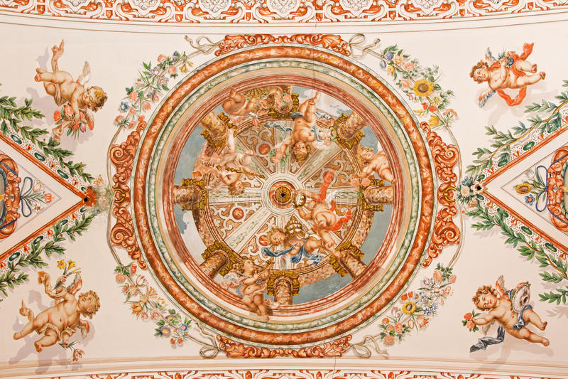 塞维利亚-天使壁画与教皇权威的天花板的在教会Hospital de los Venerables Sacerdotes里 库存照片