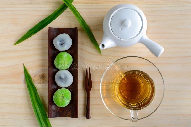 填装用茶的Daifuku绿茶和芝麻在木ta的 图库摄影