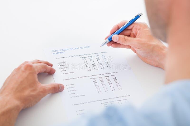 填装空白表格的人 免版税库存图片