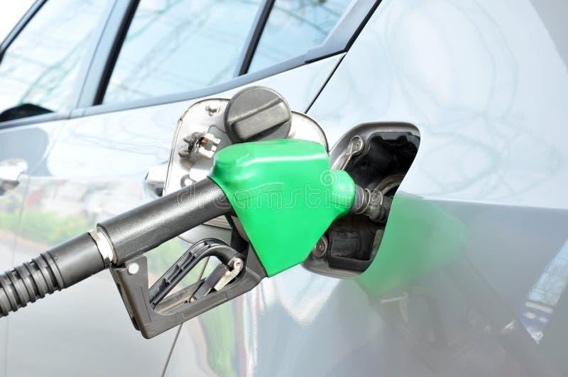 填满汽车的气体或的汽油 库存照片