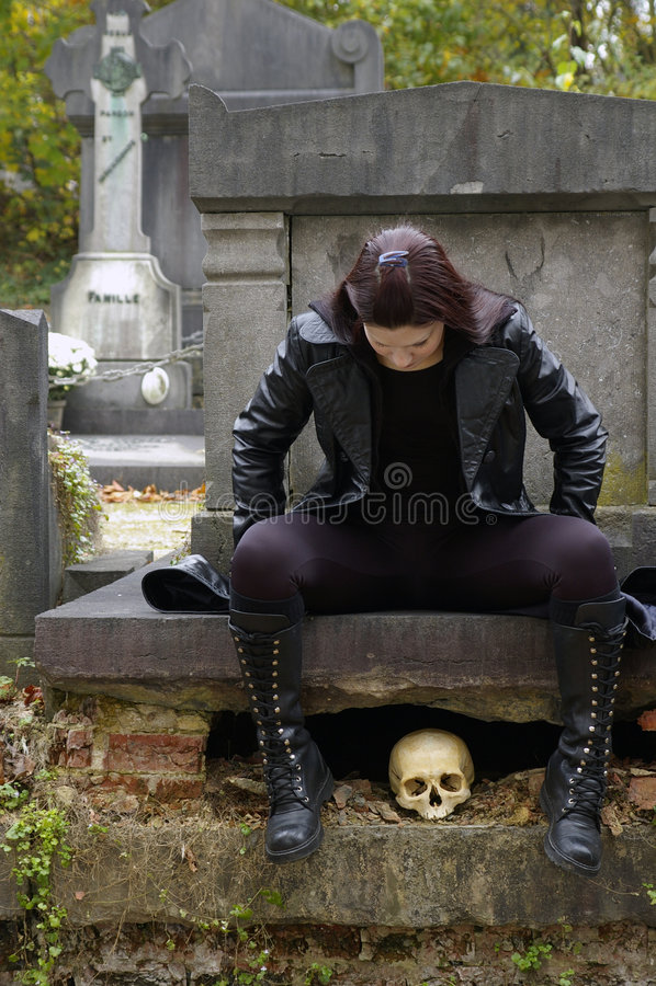 墓地妇女 图库摄影