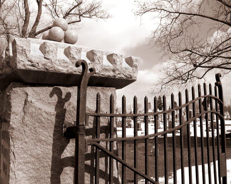 墓地门 库存照片